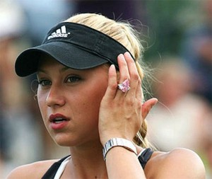 Anna-Kournikova-Luxury-Diamond-Engagement-Ring